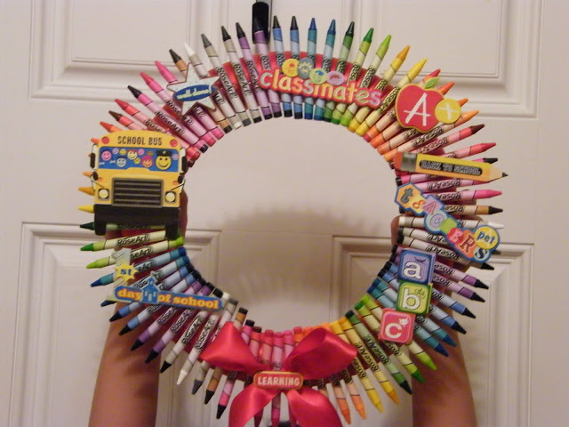 Diy Crayon Wreath For Back To School Outnumbered 3 To 1