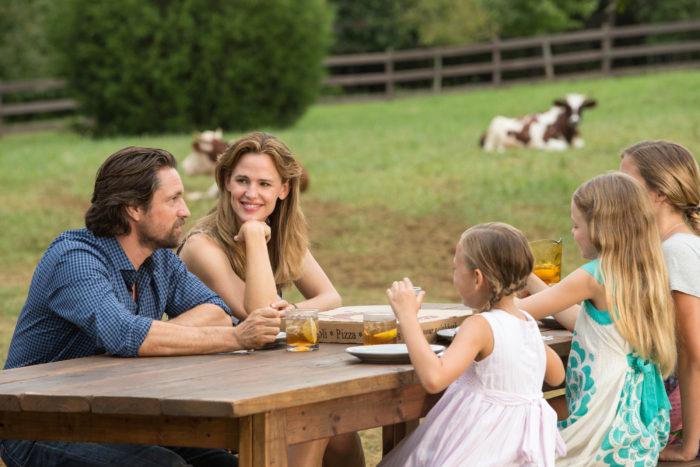 Jennifer Garner;Martin Henderson;Kylie Rogers Miracles From Heaven Movie Still