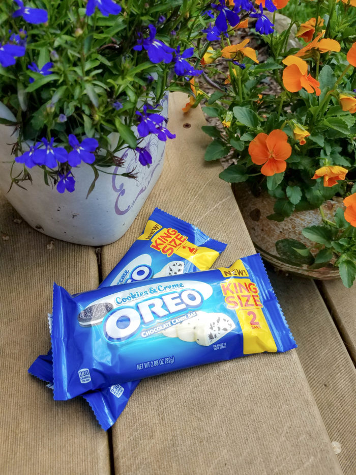OREO Cookies & Crème Chocolate Bar